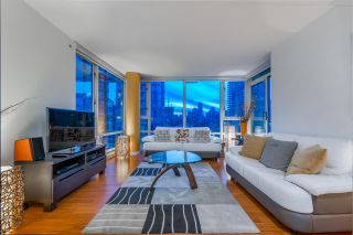 """Photo 3: 1908 1033 MARINASIDE Crescent in Vancouver: Yaletown Condo for sale in """"QUAYWEST"""" (Vancouver West)  : MLS®# R2467788"""