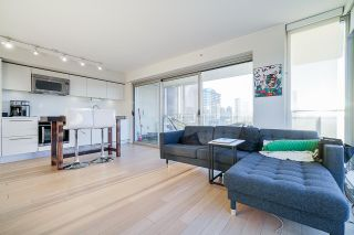 """Photo 6: 2207 999 SEYMOUR Street in Vancouver: Downtown VW Condo for sale in """"999 Seymour"""" (Vancouver West)  : MLS®# R2521915"""