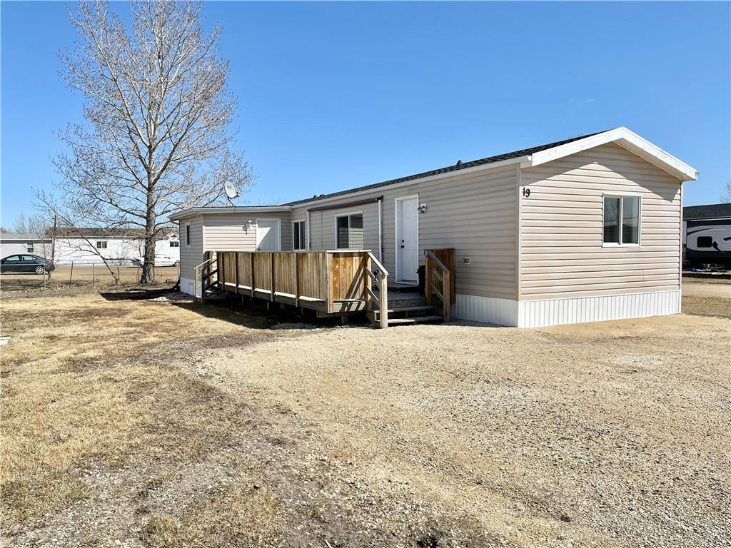Main Photo: 19 WARREN Road in St Clements: Pineridge Trailer Park Residential for sale (R02)  : MLS®# 202107877