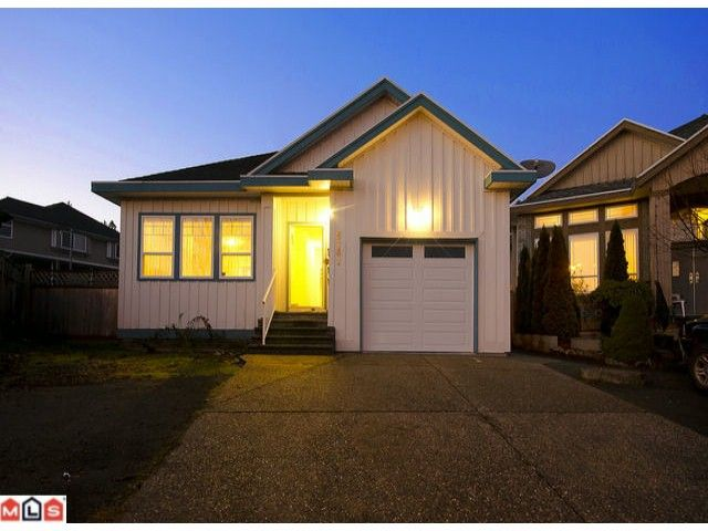 Main Photo: 8161 145B Street in Surrey: House for sale : MLS®# F1129072