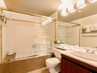 """Photo 23: 1585 MARINER Walk in Vancouver: False Creek Townhouse for sale in """"LAGOONS"""" (Vancouver West)  : MLS®# R2158122"""