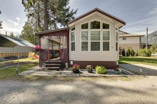 """Photo 2: 27 40022 GOVERNMENT Road in Squamish: Garibaldi Estates Manufactured Home for sale in """"Angelo's Trailer Park"""" : MLS®# R2379111"""