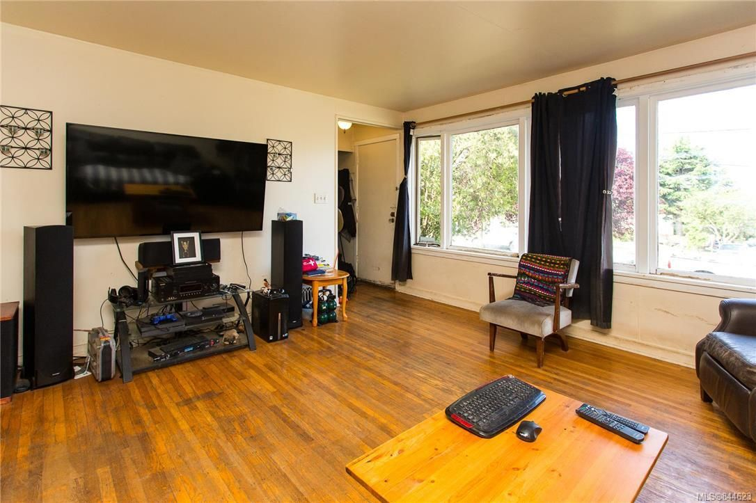 Photo 5: Photos: 3151 Glasgow St in Victoria: Vi Mayfair House for sale : MLS®# 844623