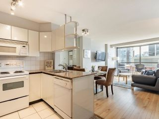 """Photo 15: 2403 1189 HOWE Street in Vancouver: Downtown VW Condo for sale in """"The Genesis"""" (Vancouver West)  : MLS®# R2592204"""