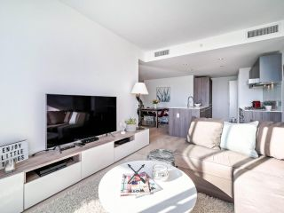 """Photo 4: 706 2221 E 30TH Avenue in Vancouver: Victoria VE Condo for sale in """"KENSINGTON GARDENS BY WESTBANK"""" (Vancouver East)  : MLS®# R2511988"""