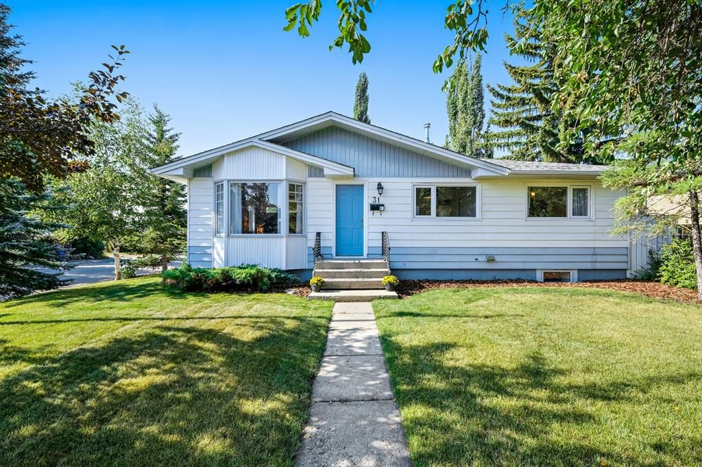 Main Photo: 31 Windermere Road SW in Calgary: Wildwood Detached for sale : MLS®# A1139938