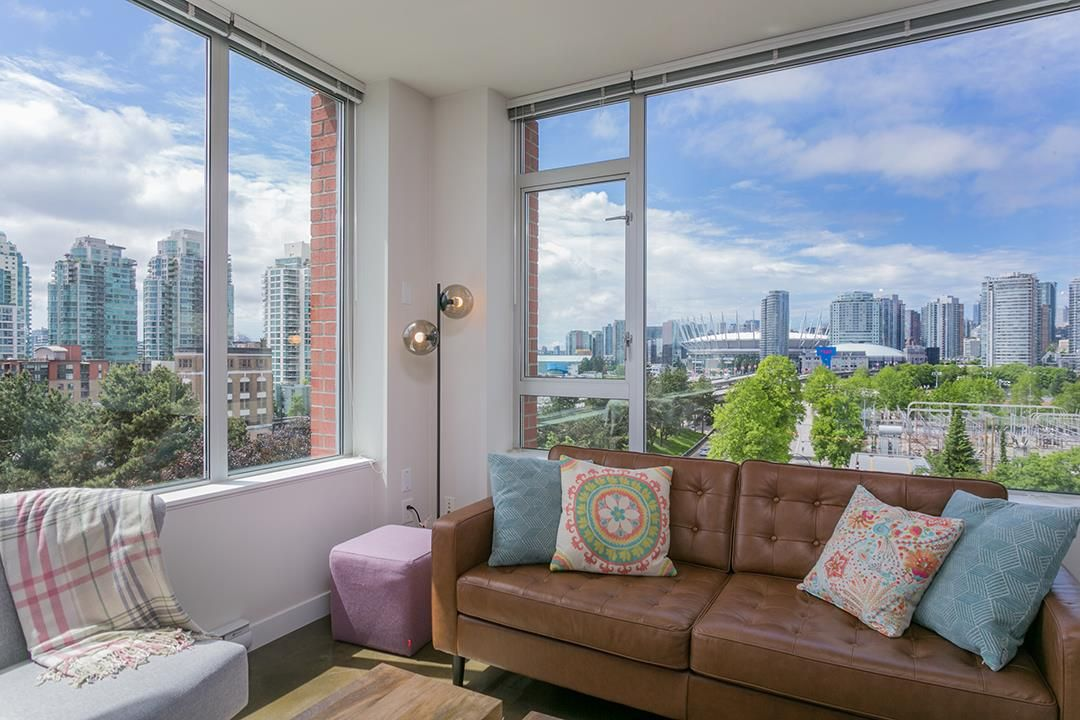 """Photo 2: Photos: 702 221 UNION Street in Vancouver: Strathcona Condo for sale in """"V6A"""" (Vancouver East)  : MLS®# R2372074"""