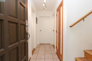 Photo 4: 4 210 Douglas St in VICTORIA: Vi James Bay Row/Townhouse for sale (Victoria)  : MLS®# 819742