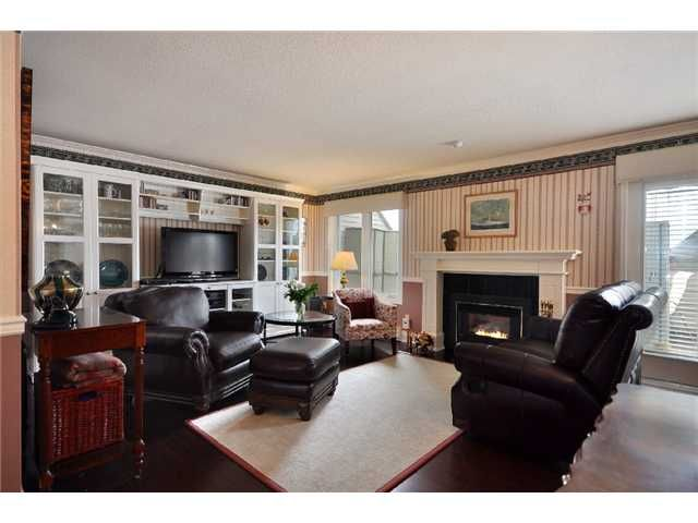 Main Photo: 1053 ST ANDREWS Avenue in North Vancouver: Central Lonsdale Townhouse for sale : MLS®# V885680