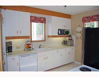 Photo 4: 398 MOORGATE Street in WINNIPEG: St James Residential for sale (West Winnipeg)  : MLS®# 2912558
