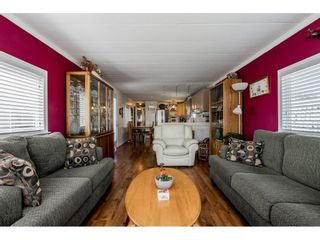 """Photo 4: 141 1840 160 Street in Surrey: King George Corridor Manufactured Home for sale in """"BREAKAWAY BAYS"""" (South Surrey White Rock)  : MLS®# R2367996"""