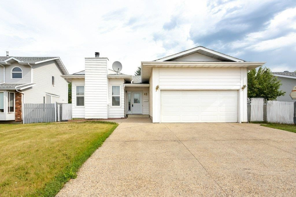 Main Photo: 42 STIRLING Road in Edmonton: Zone 27 House for sale : MLS®# E4252891