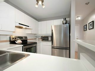 """Photo 10: 104 935 W 15TH Avenue in Vancouver: Fairview VW Condo for sale in """"THE EMPRESS"""" (Vancouver West)  : MLS®# V1059558"""