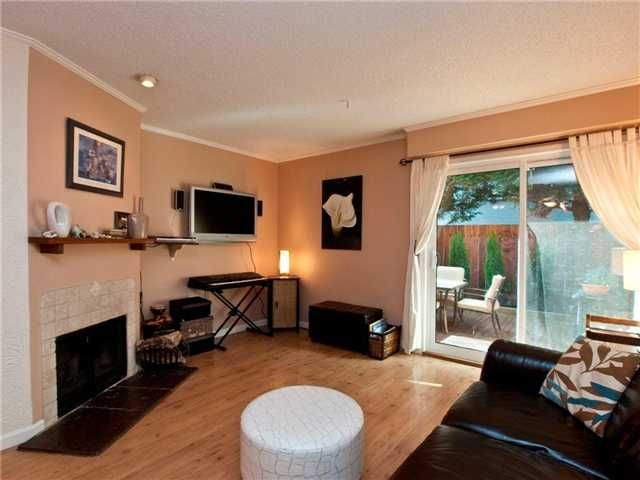 Main Photo: 160 W 12TH ST in North Vancouver: Central Lonsdale Condo for sale : MLS®# V852834