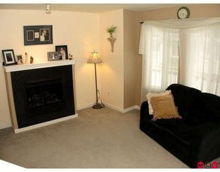 """Photo 6: 37 12711 64TH Avenue in Surrey: West Newton Townhouse for sale in """"PALETTE ON THE PARK"""" : MLS®# F2905934"""