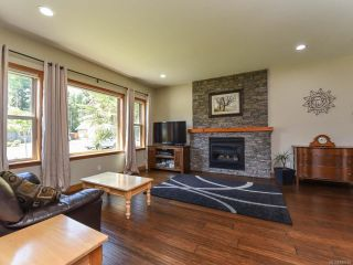 Photo 3: 428 Ensign St in COMOX: CV Comox (Town of) House for sale (Comox Valley)  : MLS®# 839655