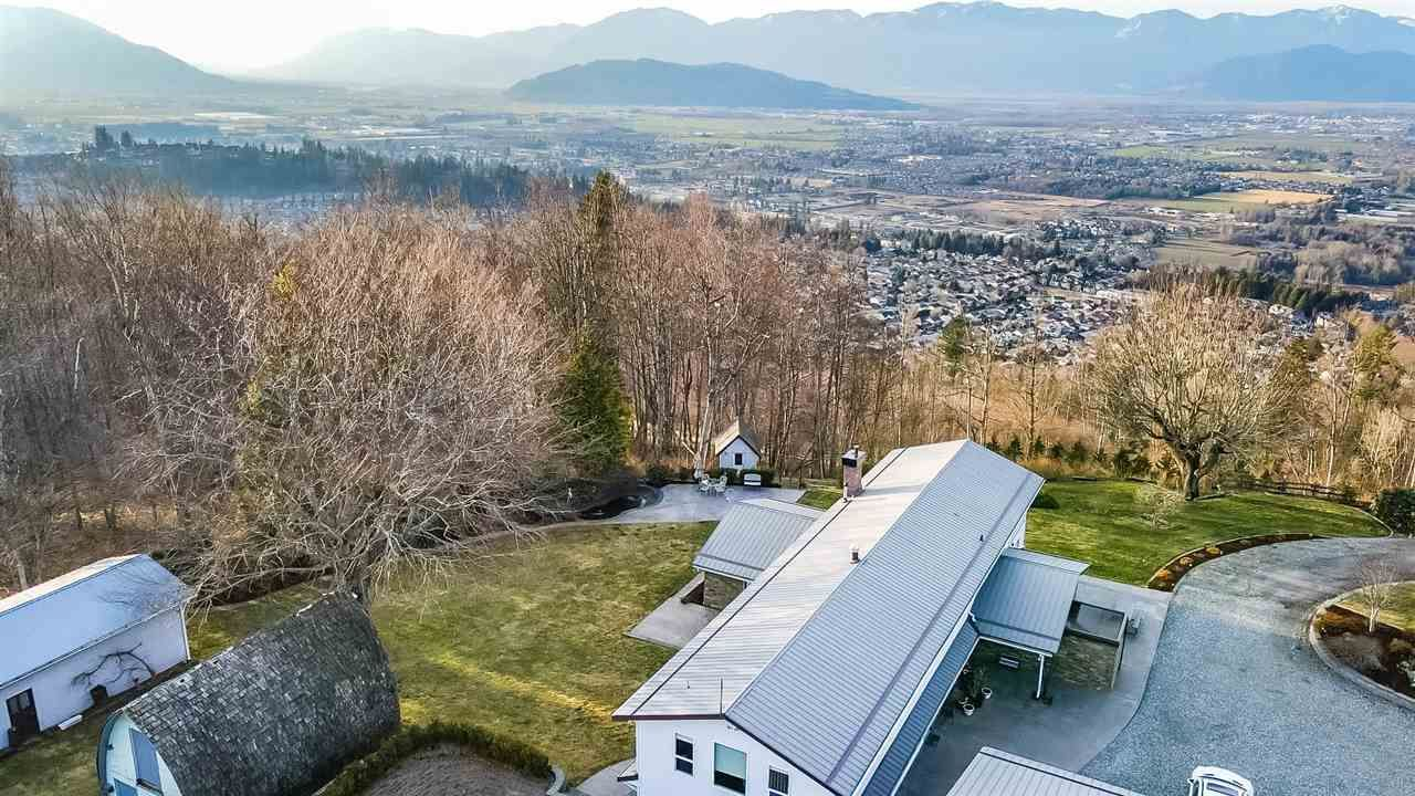 Main Photo: 46840 THORNTON Road in Chilliwack: Promontory House for sale (Sardis) : MLS®# R2592052