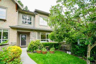 """Photo 3: 8 2738 158 Street in Surrey: Grandview Surrey Townhouse for sale in """"CATHEDRAL GROVE"""" (South Surrey White Rock)  : MLS®# R2463712"""