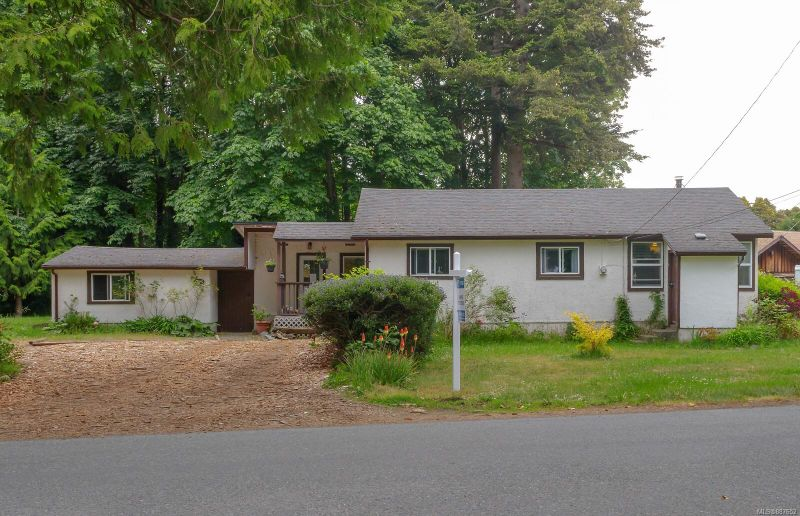 FEATURED LISTING: 1975 Glenidle Rd Sooke