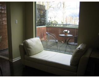 "Photo 2: 101 3673 W 11TH Avenue in Vancouver: Kitsilano Condo for sale in ""ALMA COURT"" (Vancouver West)  : MLS®# V705715"