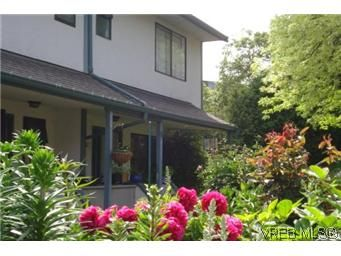 Main Photo: 601 640 Broadway Street in VICTORIA: SW Glanford Townhouse for sale (Saanich West)  : MLS®# 296652