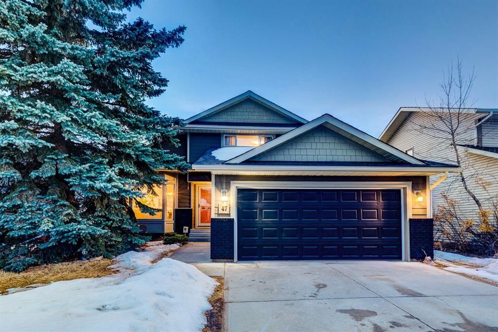 Photo 1: Photos: 47 Douglas Woods Way SE in Calgary: Douglasdale/Glen Detached for sale : MLS®# A1076729