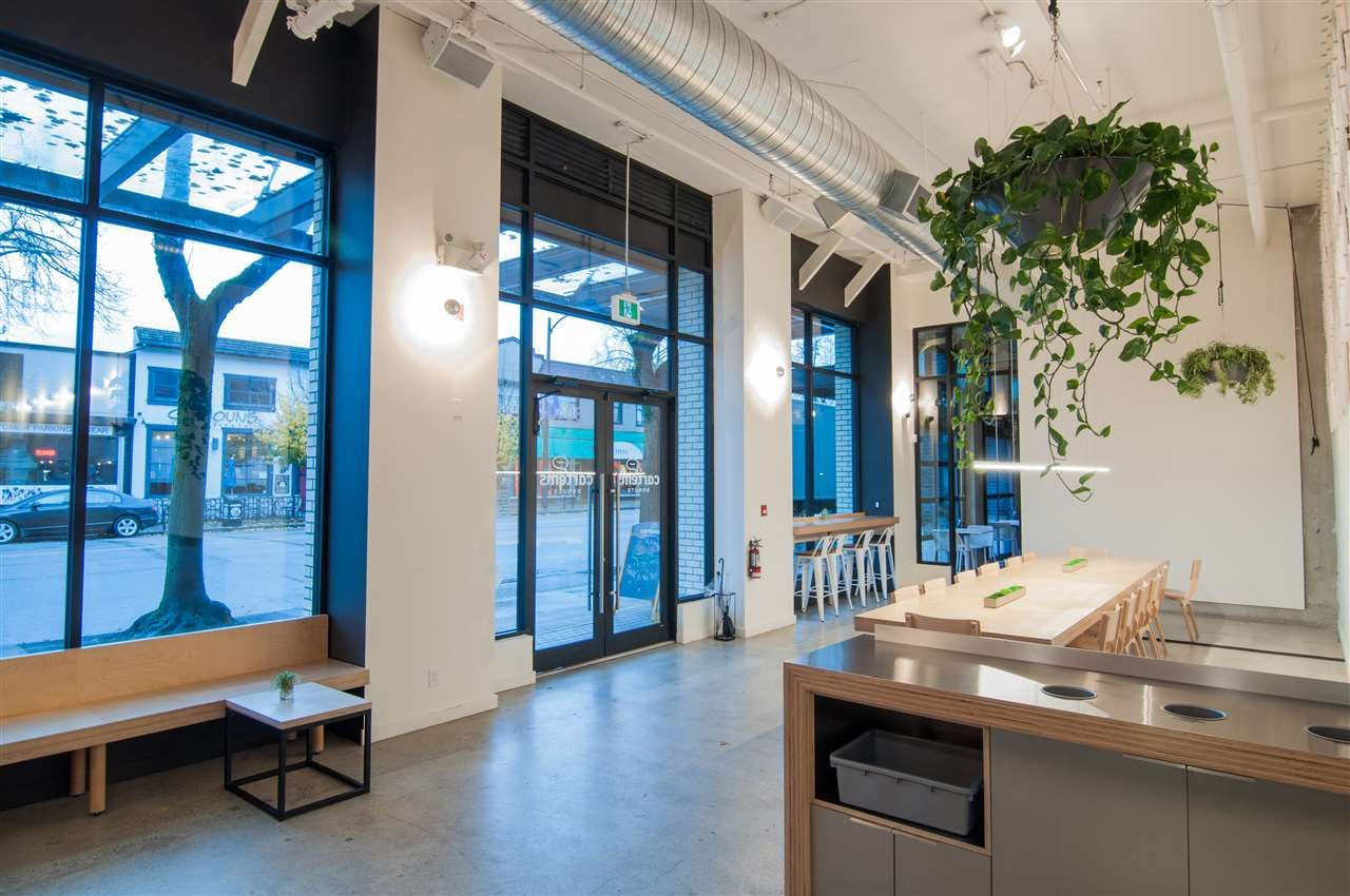 Main Photo: 3040 W BROADWAY in Vancouver: Kitsilano Business for sale (Vancouver West)  : MLS®# C8035539