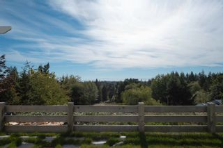 Photo 2: 1007 CEMETERY Road in Gibsons: Gibsons & Area House for sale (Sunshine Coast)  : MLS®# R2622099