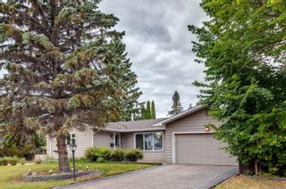 Photo 1: 82 FAIRWAY Drive in Edmonton: Zone 16 House for sale : MLS®# E4266254