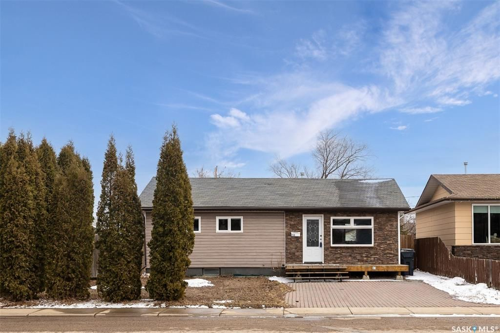 Main Photo: 213 5th Avenue North in Martensville: Residential for sale : MLS®# SK851844