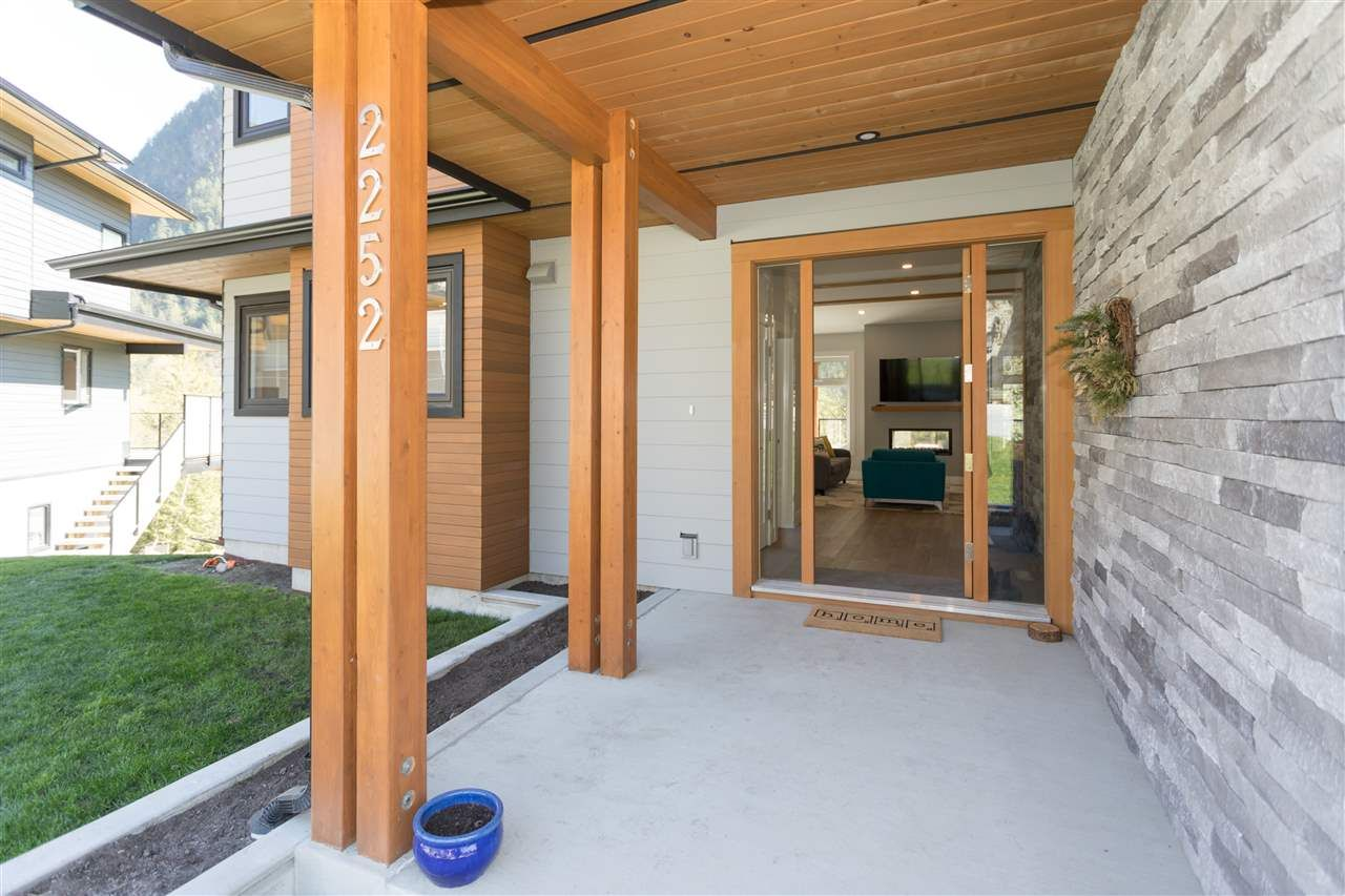 """Photo 16: Photos: 2252 WINDSAIL Place in Squamish: Plateau House for sale in """"Crumpit Woods"""" : MLS®# R2365036"""