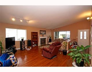 Photo 3: 1044 EDGEWATER Crescent in Squamish: Northyards House for sale : MLS®# V686672