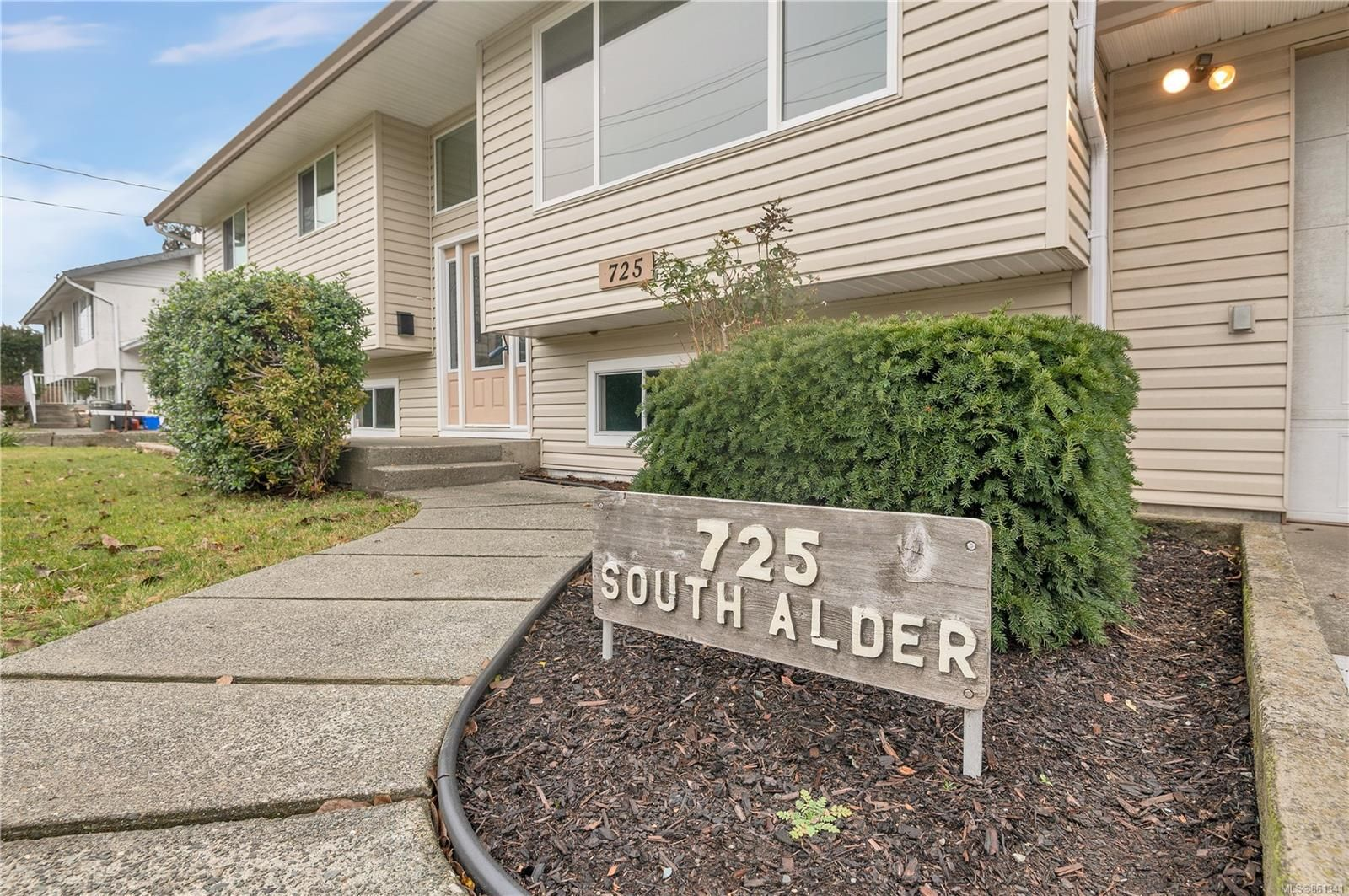 Main Photo: 725 S Alder St in : CR Campbell River Central House for sale (Campbell River)  : MLS®# 861341