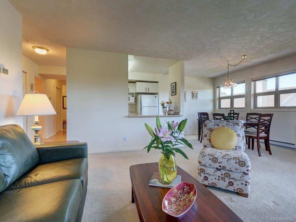 Main Photo: 409 1694 Cedar Hill Cross Rd in Saanich: SE Mt Tolmie Condo for sale (Saanich East)  : MLS®# 840053