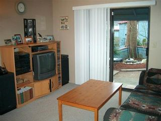 Photo 2: Immaculate 2 Bedroom Townhome!