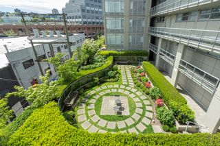 """Photo 17: 413 2055 YUKON Street in Vancouver: False Creek Condo for sale in """"THE MONTREUX"""" (Vancouver West)  : MLS®# R2371441"""