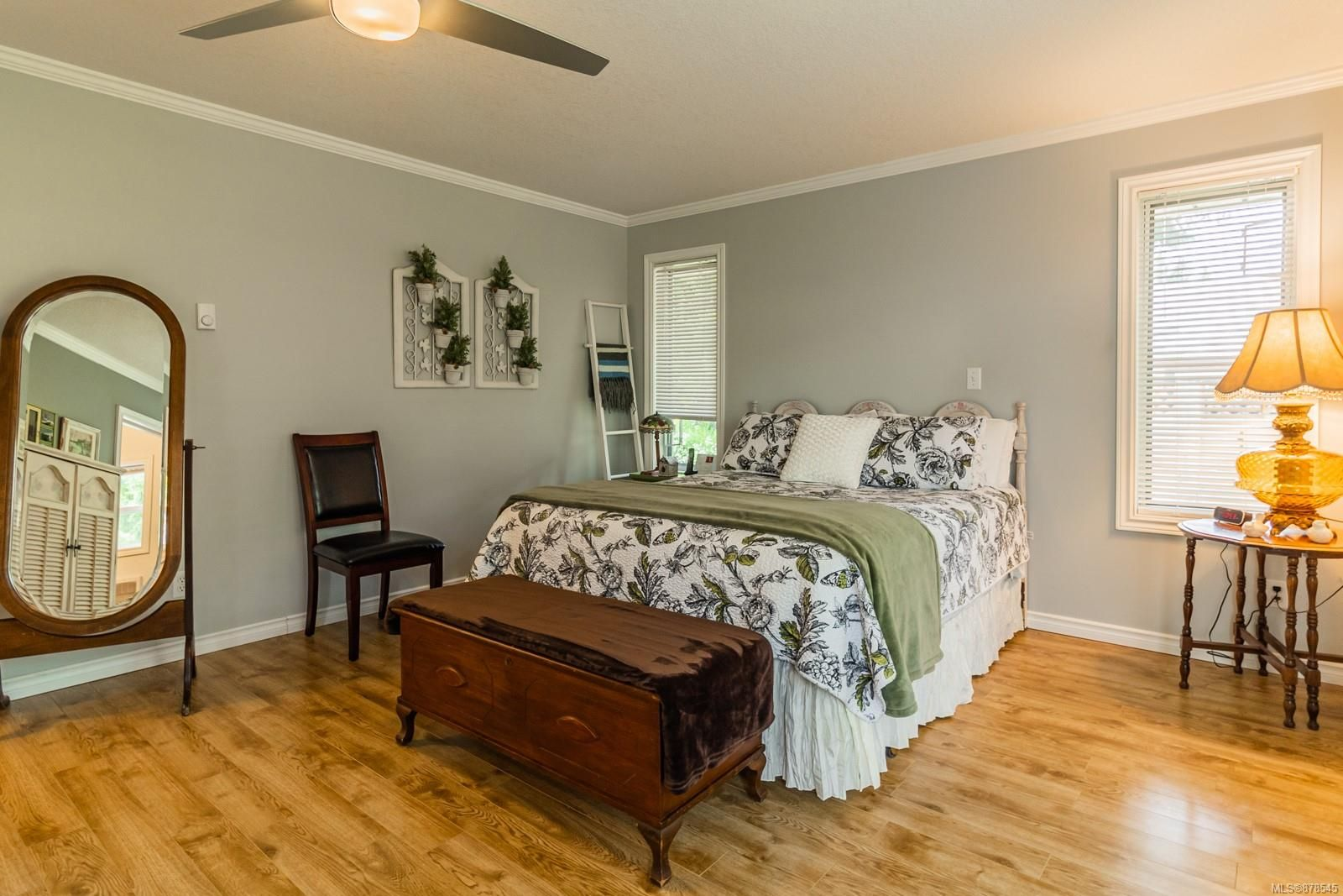 Photo 4: Photos: 1070 Symons Cres in : PQ Qualicum Beach House for sale (Parksville/Qualicum)  : MLS®# 878545