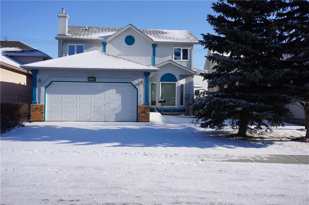 Main Photo: 103 APPLEWOOD Way SE in Calgary: Applewood Park Detached for sale : MLS®# C4225853