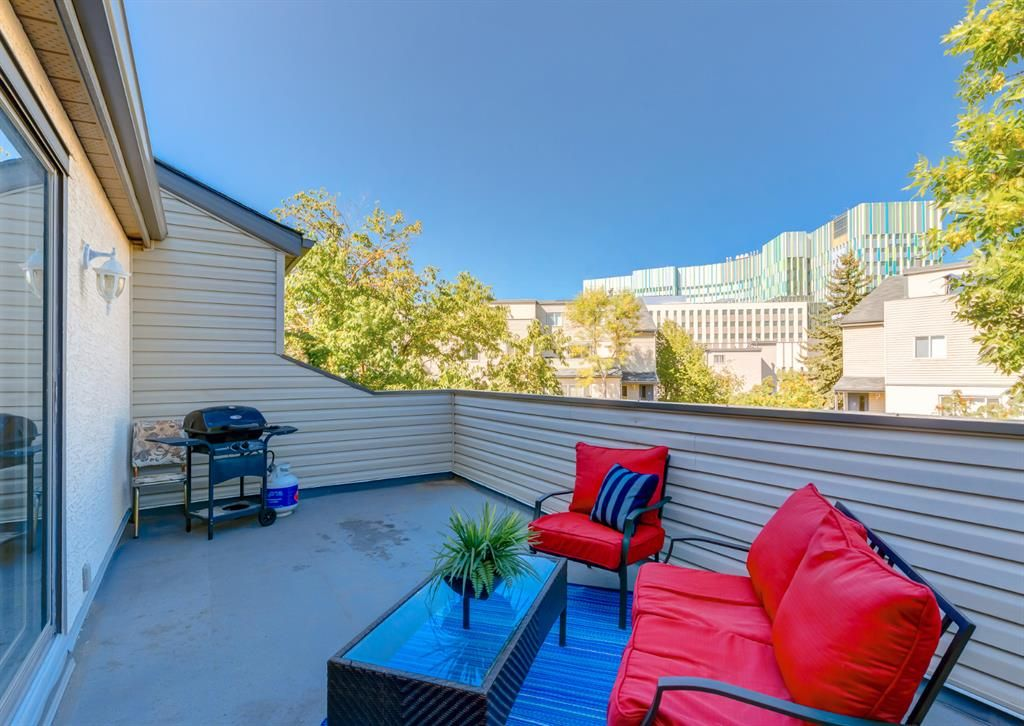 Main Photo: 402 1540 29 Street NW in Calgary: St Andrews Heights Apartment for sale : MLS®# A1141657