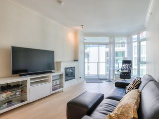 "Photo 2: 708 199 VICTORY SHIP Way in North Vancouver: Lower Lonsdale Condo for sale in ""TROPHY @ THE PIER"" : MLS®# R2445451"
