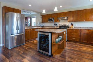 Photo 2: 665 Expeditor Pl in Comox: CV Comox (Town of) House for sale (Comox Valley)  : MLS®# 861851
