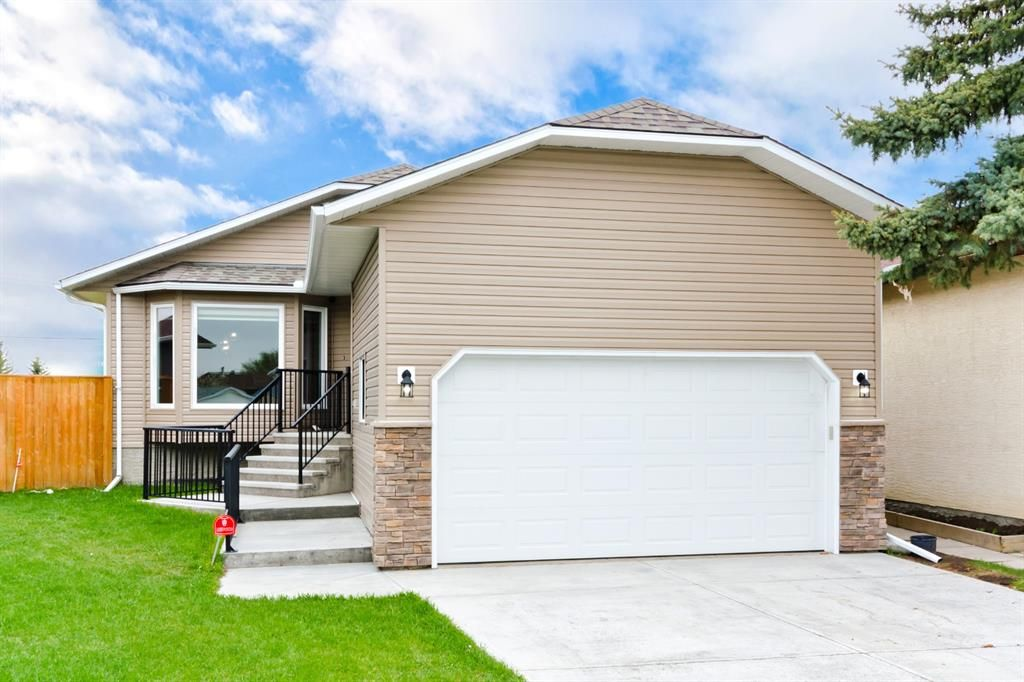 Main Photo: 45 Martinview Crescent NE in Calgary: Martindale Detached for sale : MLS®# A1112618