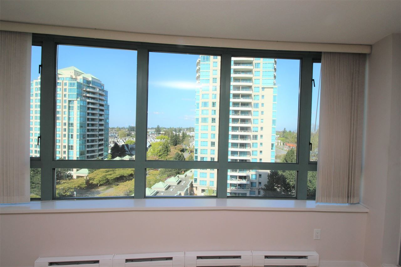 """Photo 4: Photos: 1005 6659 SOUTHOAKS Crescent in Burnaby: Highgate Condo for sale in """"Gemini II"""" (Burnaby South)  : MLS®# R2591130"""