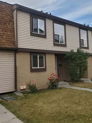 Photo 1: 14 2727 Rundleson Road NE in Calgary: Rundle Row/Townhouse for sale : MLS®# A1054075