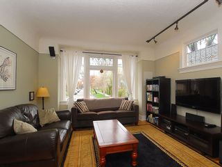 Photo 3: 1904 Leighton Rd in Victoria: Residential for sale : MLS®# 291379