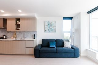 """Photo 8: 1802 455 SW MARINE Drive in Vancouver: Marpole Condo for sale in """"W1"""" (Vancouver West)  : MLS®# R2382915"""