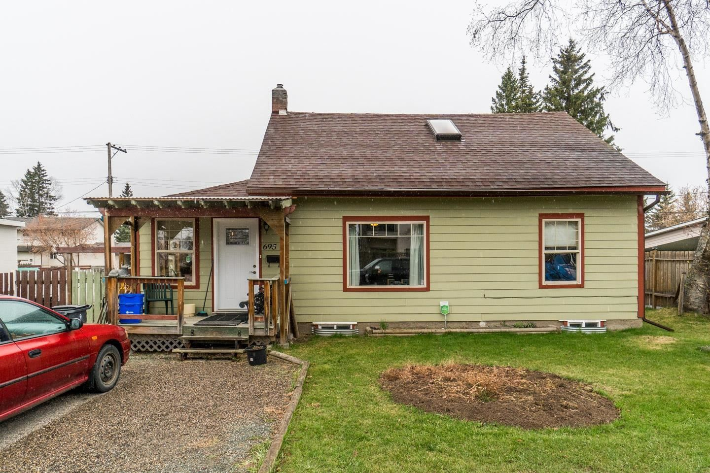 Main Photo: 695 ALWARD Street in Prince George: Crescents House for sale (PG City Central (Zone 72))  : MLS®# R2602135