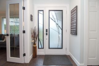 Photo 3: 3986 Blue Ridge Pl in Saanich: SW Strawberry Vale House for sale (Saanich West)  : MLS®# 859513