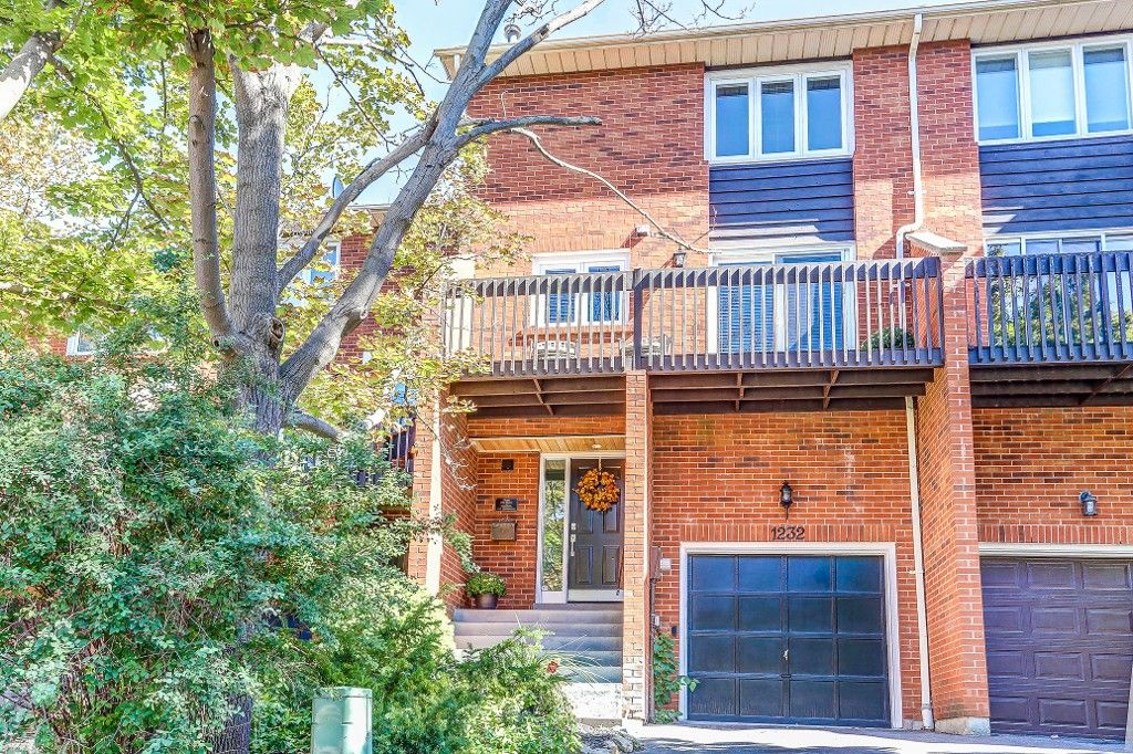 Main Photo: 1232 Cornerbrook Place in Mississauga: Erindale House (3-Storey) for sale : MLS®# W3604290