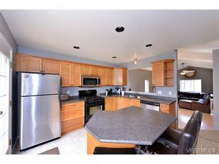 Photo 4: 693 Sunshine Terr in VICTORIA: La Thetis Heights House for sale (Langford)  : MLS®# 735225